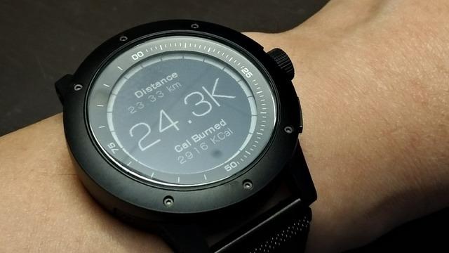 歩いた距離を測定できるだけでなく、消費カロリーを他のデバイスよりも正確に算出できる