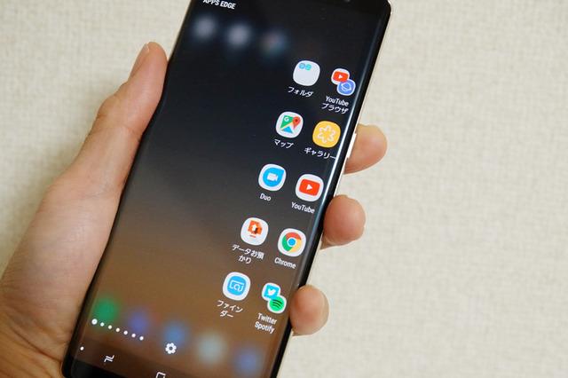 エッジスクリーンにアプリへのショートカットを配置した「APP EDGE」パネル