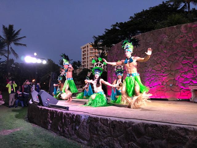 ハワイアンダンスを撮影。まずは広角レンズで