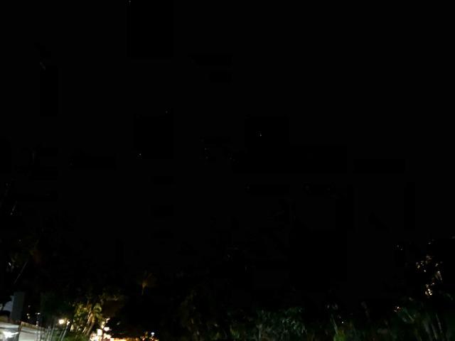 夜空を撮影。白い点のように見える星がしっかり撮れているのがかわるだろうか