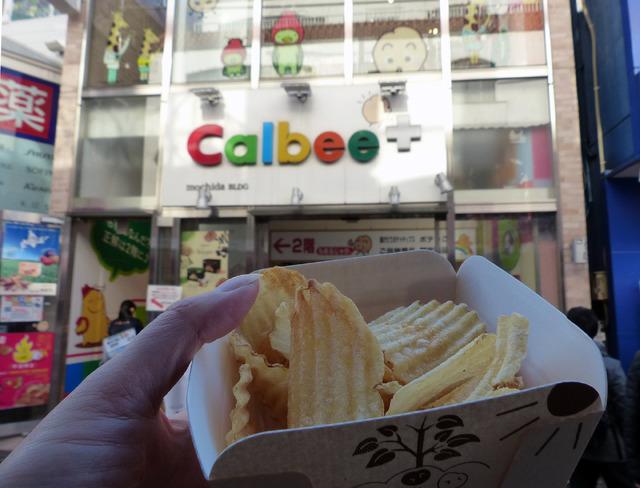 ほんのりバター味でサクサクの『揚げたて北海道バター味』。おいしかったです。