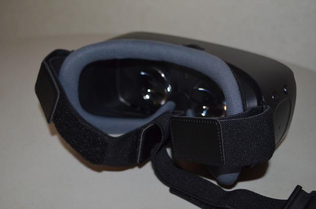 コンフォータブルなフィーリングを実現したクッション。眼鏡をかけたまま装着できるのがいい