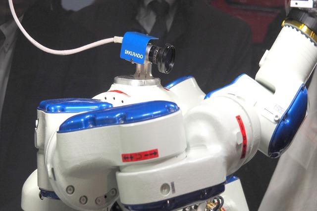クラボウの狙いは、Tシャツを折り畳むロボット自体にはないという