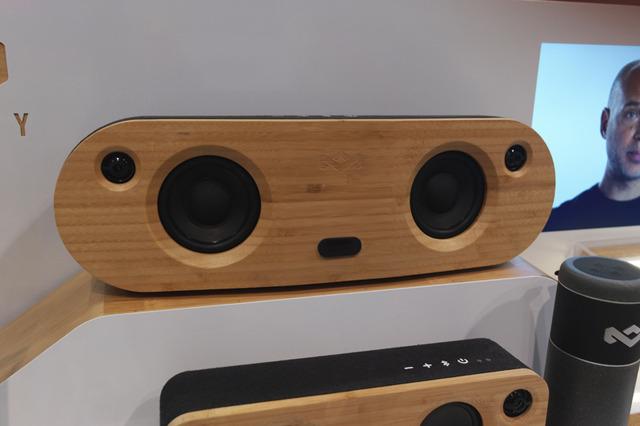 DxO Oneでワイヤレススピーカーを撮影。縦横比が実物により近い。レンズの性能が高いことがうかがえる