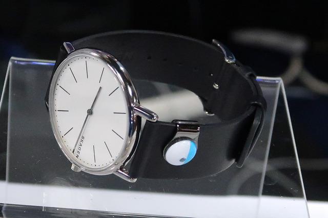 腕時計や眼鏡にもかんたんに取り付けられます