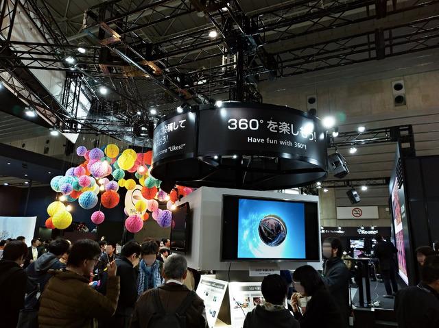 360度サウンドを試せたり、VRゴーグルで360度映像を楽しめたり、さまざまな展示が用意されていたシータブース