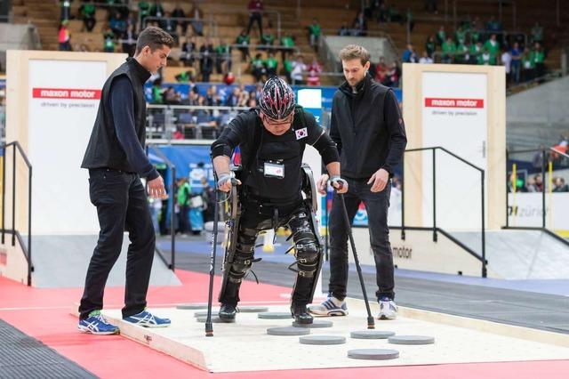 パワード外骨格レース(Powered Exoskeleton Race)の模様。(c)ETH Zurich / Alessandro Della Bella