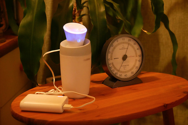 ポータブルバッテリーを使えばどこでも加湿! 静かなのでベッドサイドもおすすめ