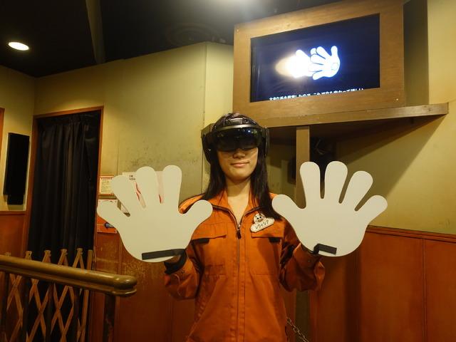 プレイにはゴーグルに加えて大きな手を装備する必要がある