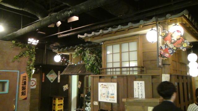 昭和の香り漂う街並みのなかにアトラクションがある