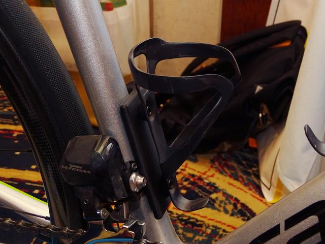 自転車に取り付けた「AlterLock」の通信機能を搭載するプレート