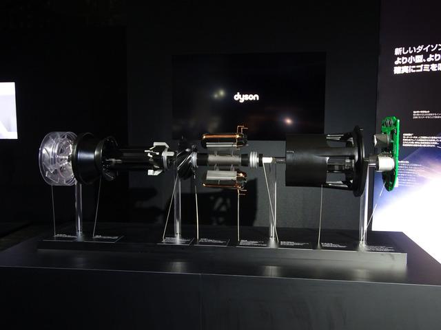 新開発のモーターV10の展開模型