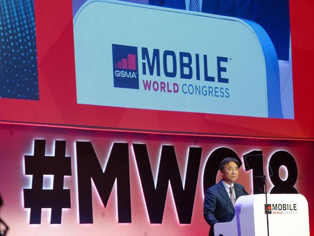 「MWC 2018」の基調講演に登壇した、ドコモの吉澤和弘社長