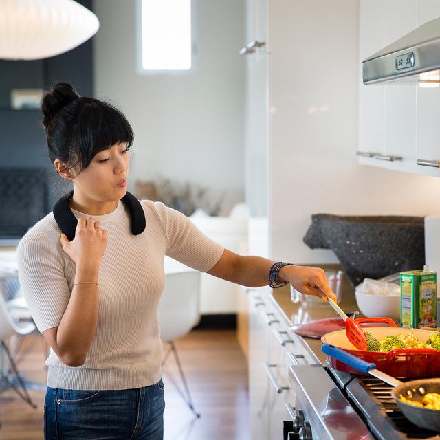 キッチンで過ごす時間も楽しくなる、ボーズのウェアラブルスピーカーが登場
