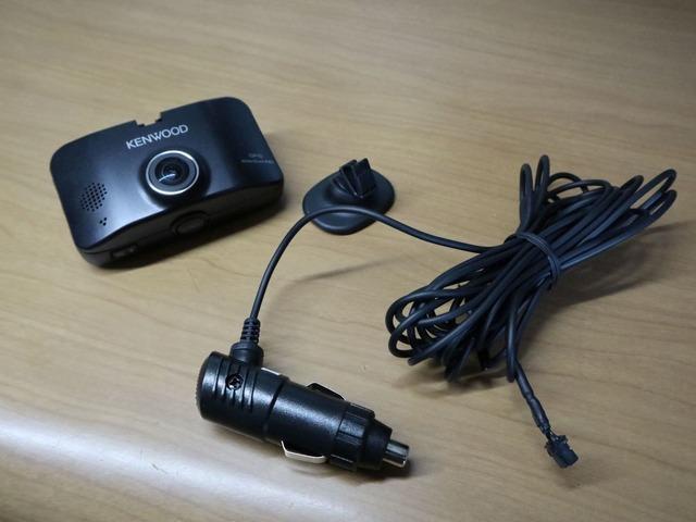 DRV-830:電源ケーブルはシガーソケットタイプ(駐車中録画には対応しない)