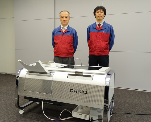 カシオ計算機で2.5Dプリンタ、モフレルを開発する丸山政俊氏(左)と堀内雄史氏(右)にインタビューした