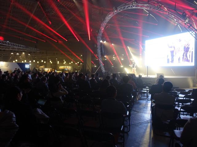コンサート会場のような独特の雰囲気