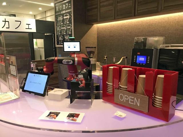 ロボットが活躍する「変なカフェ」