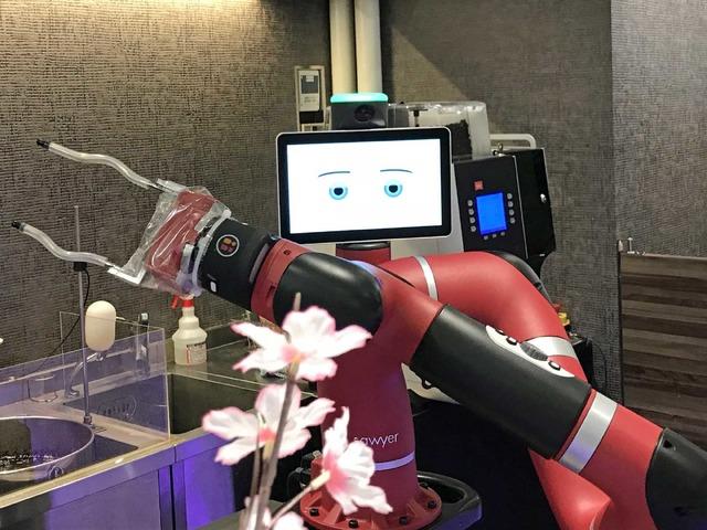 待機中にはロボットが決めポーズ。このタイミングを逃さず写真を撮りましょう