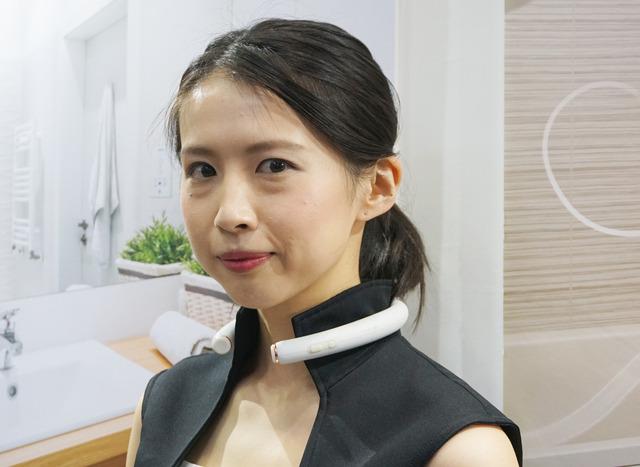 AI・人工知能 EXPOが東京ビッグサイトで開催。オンキヨーがネックバンドタイプのウェアラブル・スマートスピーカーを展示している