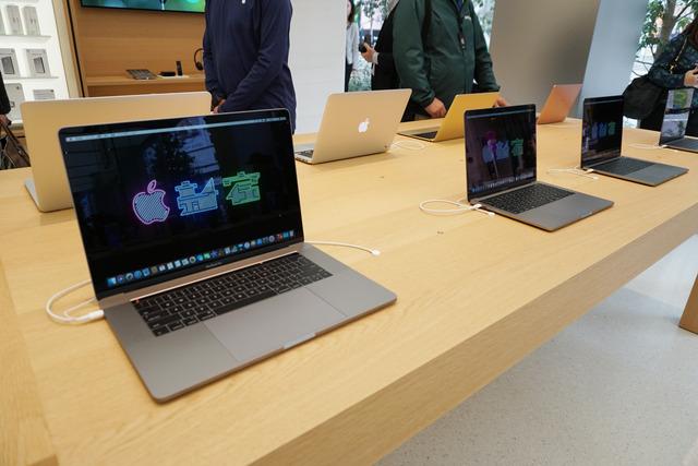 最新のMacやiPhone、iPadなどが勢揃いする