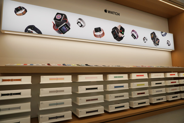 Apple Watchのバンドも全色完備
