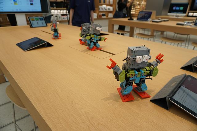 アップルのプログラミング言語「Swift」によるロボットプログラミングを学べる講座もToday at Appleのプログラムに控えている