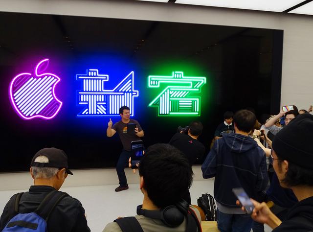 アップルの直営店、Apple新宿が4月7日にグランドオープンを迎えた