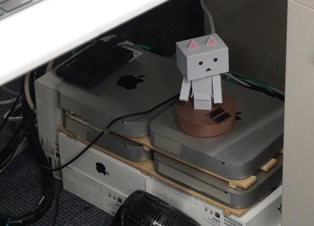 iMac Proの導入以前に活躍していた齋藤氏のMac miniも健在