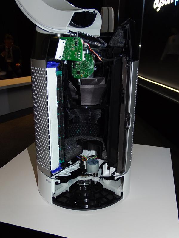 本体のボトム側にセンサーやフィルターを内蔵する