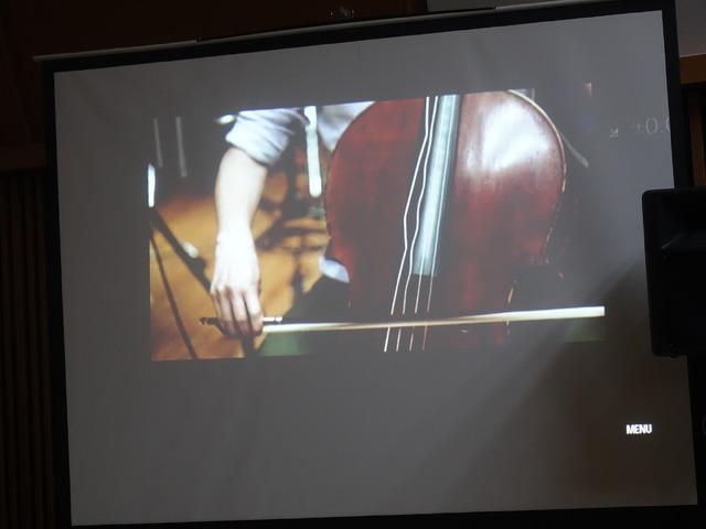 弦の振動を映像で見せるという試みも