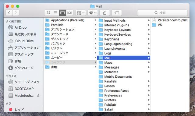 「ライブラリ」フォルダ内の「メール」フォルダーの内容を、新しいMacの同じ場所にコピーする。新しいMacで、[option]キーを押しながらFinderの「移動」メニューをクリックすると「ライブラリ」が表示されて選べるようになる