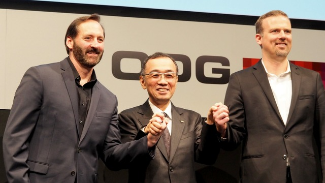 (左から)ODGのピート・ジェイムソン氏、KDDIの山田靖久氏、クアルコムのヒューゴ・スウォート氏