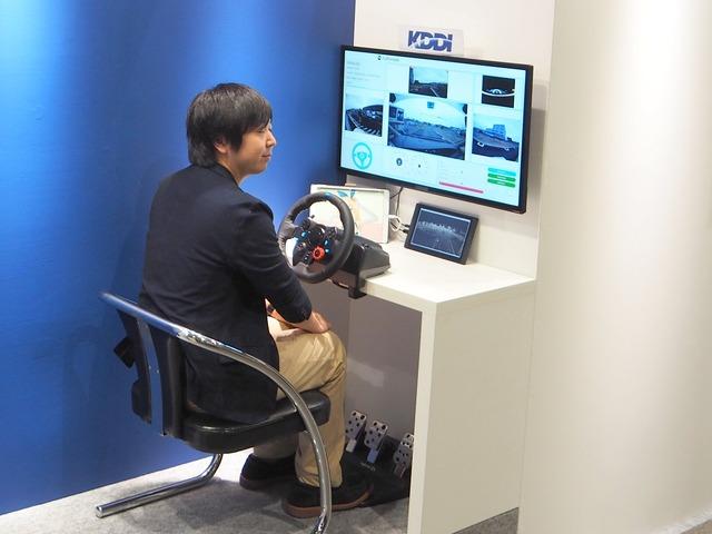 福岡国際会議場には遠隔監視卓を設置。約10kmも離れたこの遠隔地から、自動運転車を監視・遠隔操縦することができる
