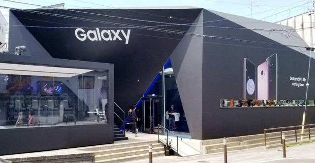 Galaxy Showcaseの外観。所在地は、東京都渋谷区神宮前6-14-5、原宿BANK GALLERY