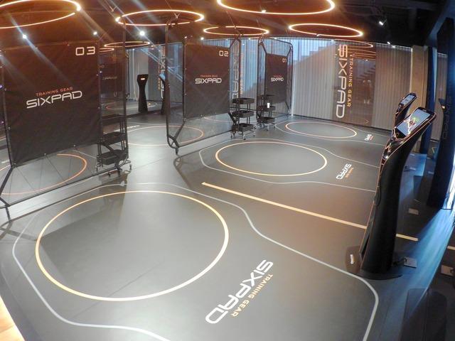 トレーニングスペースは6名ぶんを用意。1名あたりトレーニングに15分、前後の支度に15分を見込んでおり、予約枠は30分で受け付けている