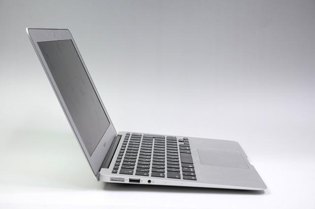 何もないノートパソコンの例
