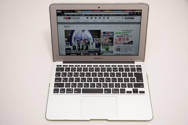 こちらは筆者が長年愛用している11.6インチのMacBook Air