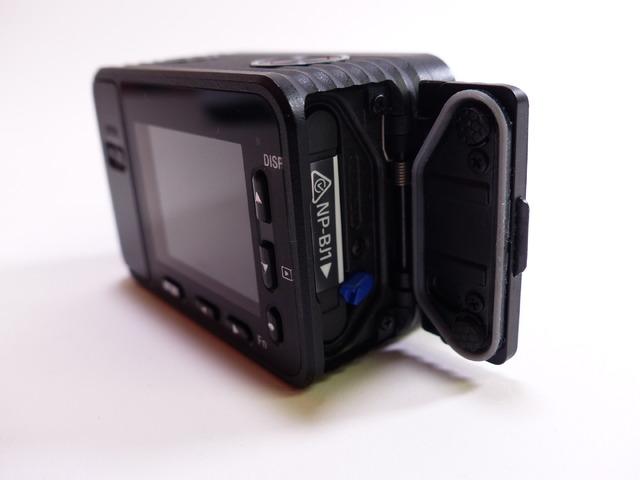 バッテリーのフル充電時で静止画約240枚、動画が約35分撮影できる