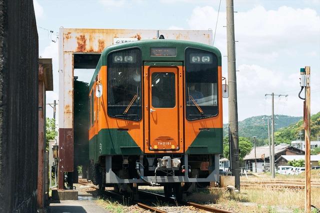 天竜二俣駅:「洗って!回って!列車でGO!」洗車中【錦怜那】