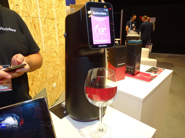 いつでも1杯から、最適な温度に調節されたワインが飲める