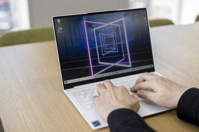 デスクトップPCが必要なくなり、職場でも場所を選ばず仕事ができる