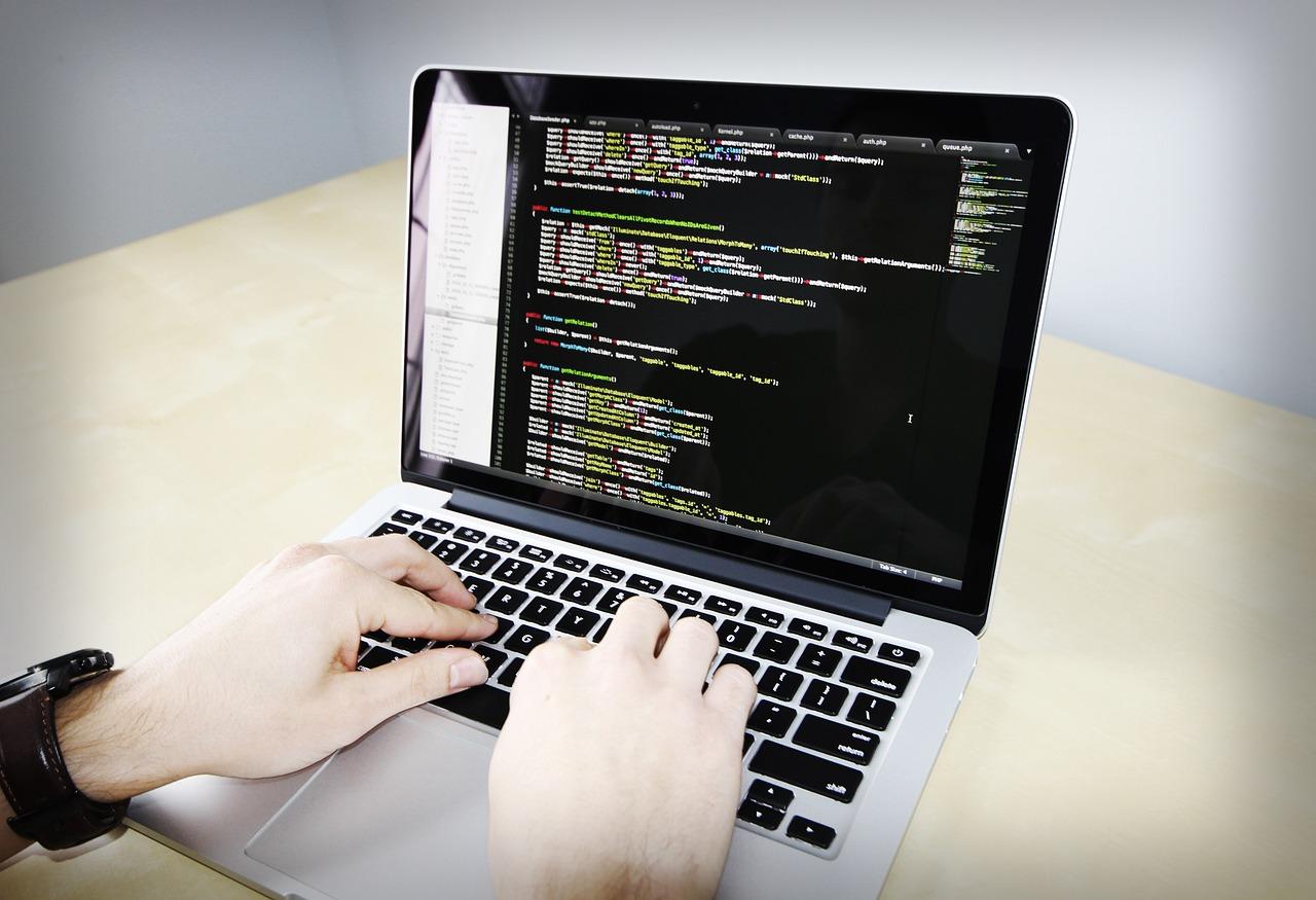 PHPの独学は難しい?東京の20代が無料で挫折せず学ぶ方法とは?